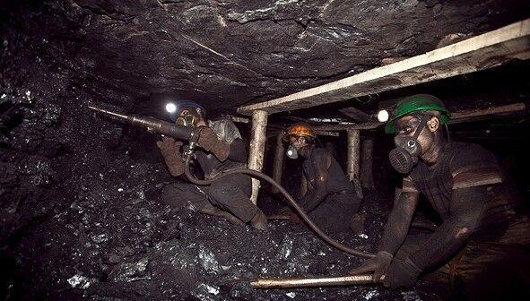 خبرنگاران چشم انتظاری خانواده معدنچیان دامغان به 55 ساعت رسید