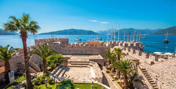 بهترین زمان سفر به مارماریس؛ ساحل فیروزه ای ترکیه